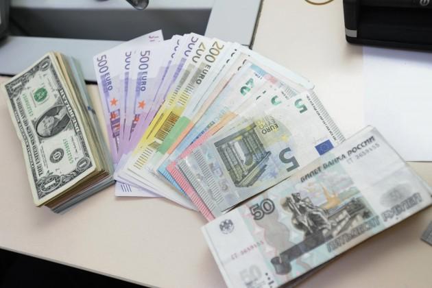 Наутренней сессии доллар торговался по363,6тенге
