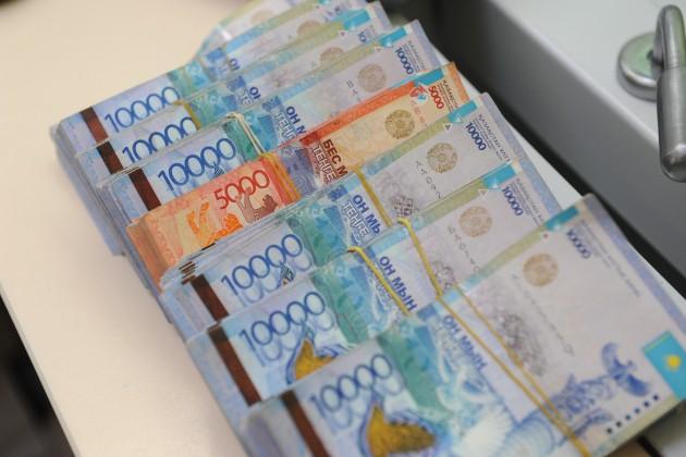 Минтруда проанализирует зарплаты казахстанских и иностранных специалистов