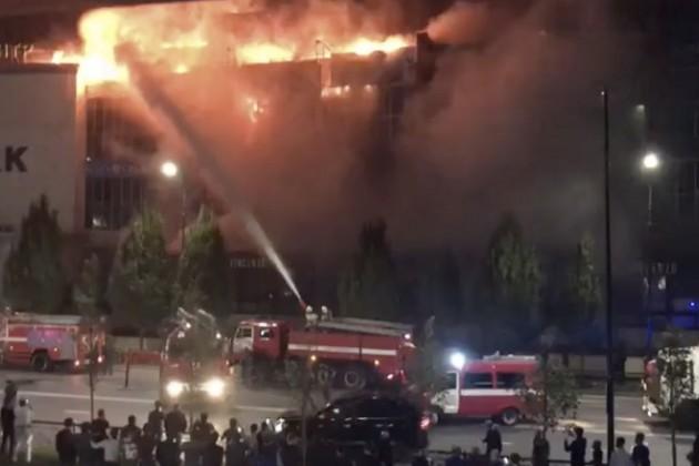 В Грозном загорелся крупнейший торговый центр Чечни