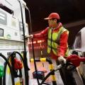 Китай вшестой раз загод снижает цены набензин