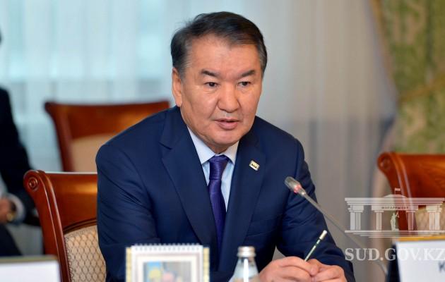 Назарбаев предложил Асанова надолжность председателя Верховного суда