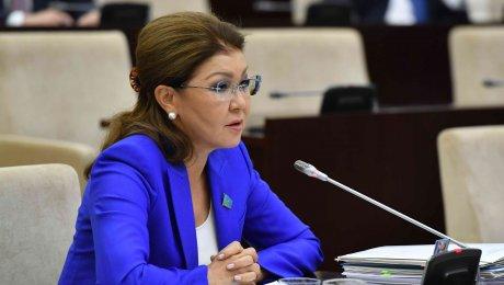 Дарига Назарбаева предлагает усилить контроль над аптеками