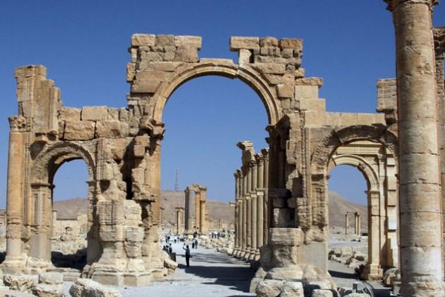 Боевики ИГ разрушили в Пальмире Триумфальную арку