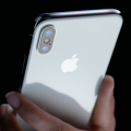 Apple вдвое сокращает производство iPhone X