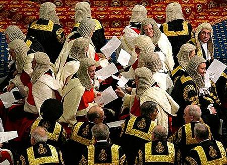 Британских лордов обвинили в коррупции