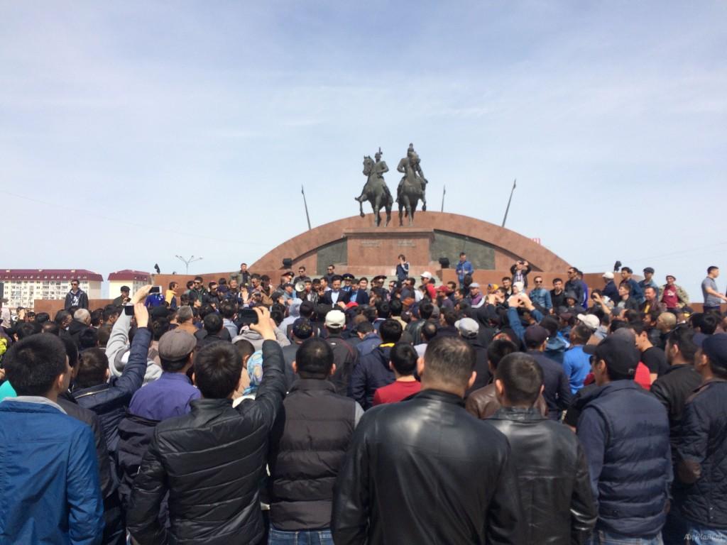 Несанкционированный митинг проходит наплощади вАтырау— Казахстан