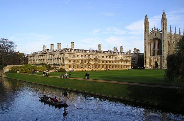 Озвучены цены на образование в зарубежных вузах