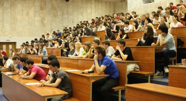 Более половины выпускников вузов не трудоустроены