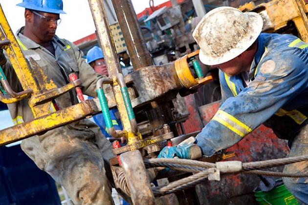 Нефть дешевеет в ожидании итогов переговоров по Ирану
