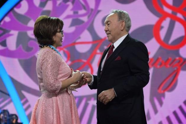 Нурсултан Назарбаев поздравил казахстанок с8Марта