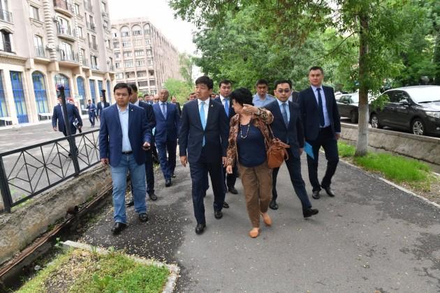 Аким Алматы раскритиковал работу поблагоустройству Алмалинского района
