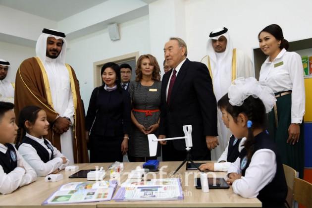 Нурсултан Назарбаев поздравил казахстанцев сДнём знаний