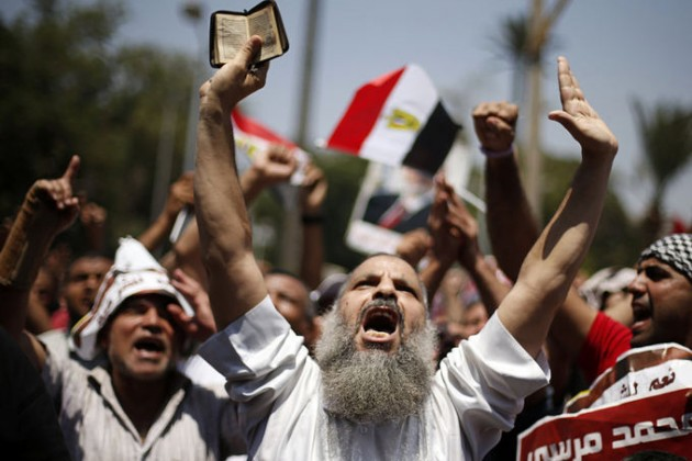 """Более 300 активистов """"Братьев-мусульман"""" предстанут в Египте перед военным трибуналом"""