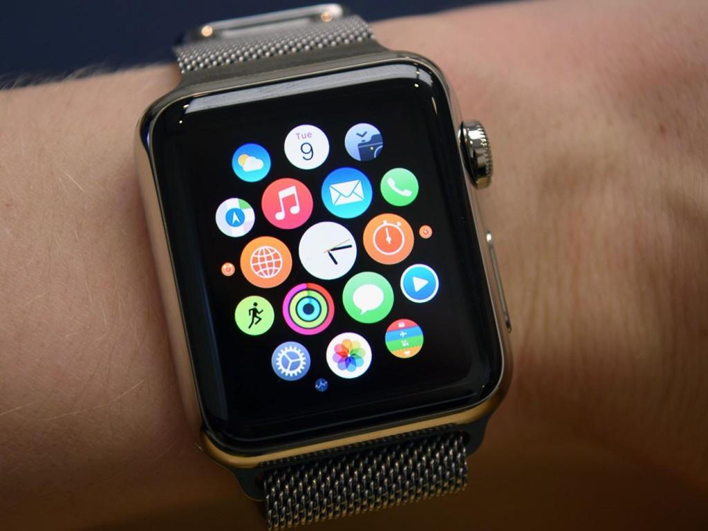 Продажи Apple Watch упали неменее чем на70%