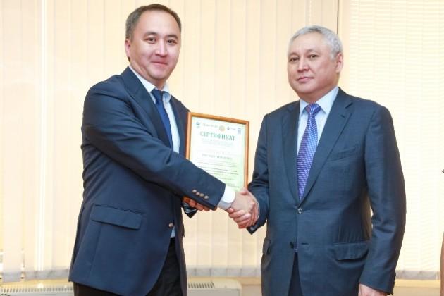 Предпринимателям вручили зеленые сертификаты