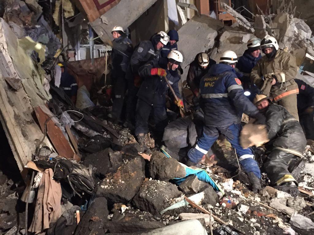 Число погибших обрушения жилого дома вКазахстане выросло до 9-ти