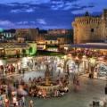 Туристы поддержали экономику Греции