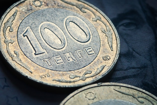 Торги наKASE стартовали сотметки 369тенге задоллар