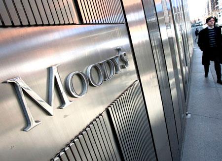 Moody's понизило рейтинги российских госбанков