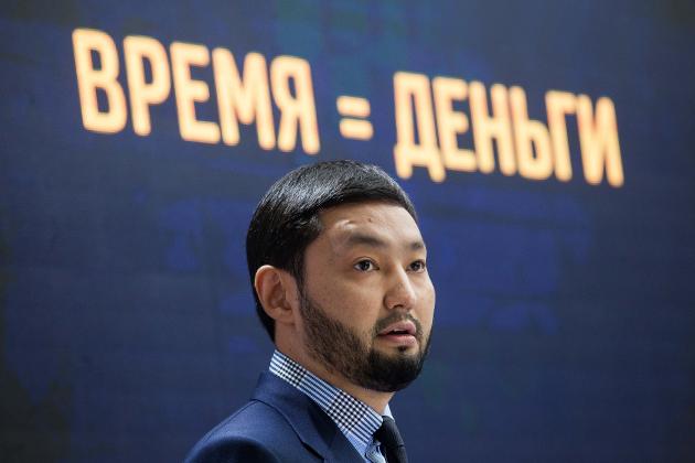 Кенес Ракишев подписал договор опродаже акций Казкома