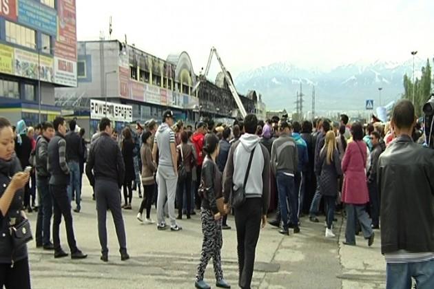 Арендаторы торгового центра Адем перекрыли дорогу