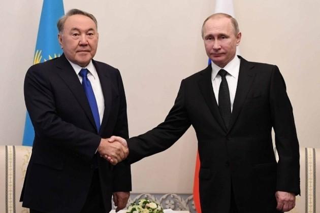 Нурсултан Назарбаев поздравил Владимира Путина сДнем рождения