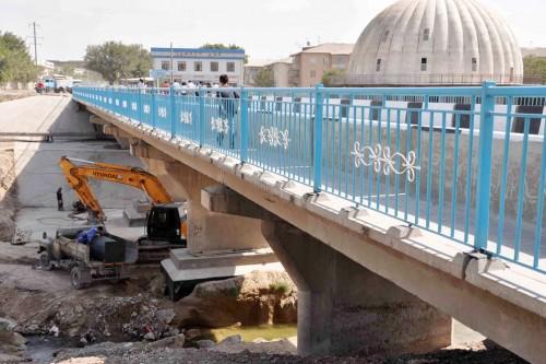 На юге строят 30 мостов и 13 путепроводов