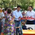 Бауыржан Байбек осмотрел отремонтированные дворы Алматы