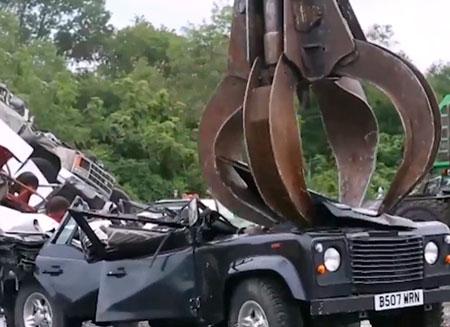 В США уничтожают контрабандные машины