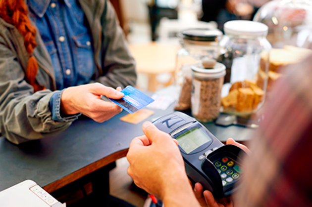 За год объем безналичных платежей увеличился вдвое