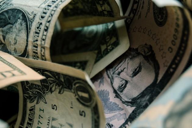 На KASE доллар торгуется по 390 тенге