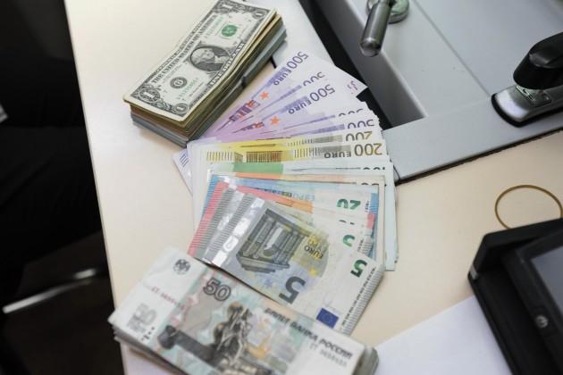 Доллар на KASE подешевел до 375 тенге