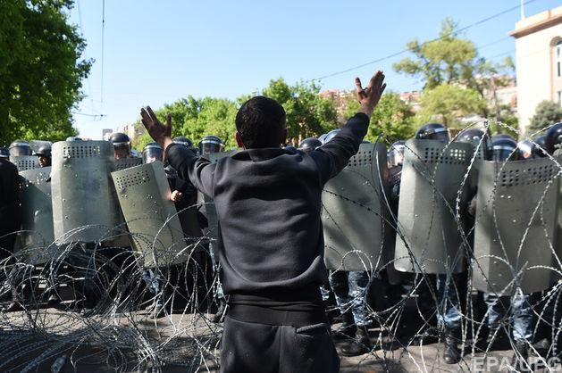 Лидер оппозиции Армении призвал сторонников кновым протестам