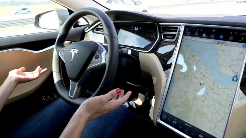 Компания Tesla Motors анонсировала выпуск новогоПО для автопилота