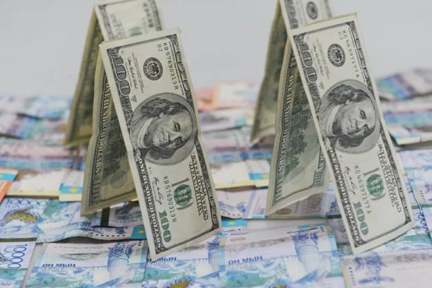 Нацвалюта завершила торги снижением к доллару
