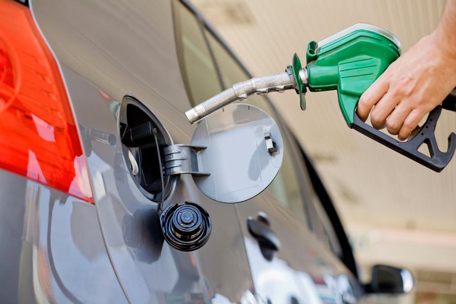 Сколько бензина заправка в сутки