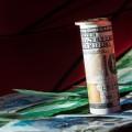 Увеличится разница между курсом покупки и продажи валюты