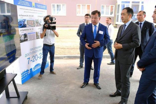 Премьер-министру показали новые микрорайоны Уральска