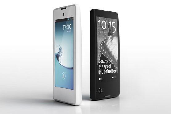 Представлен первый российский смартфон с двумя дисплеями