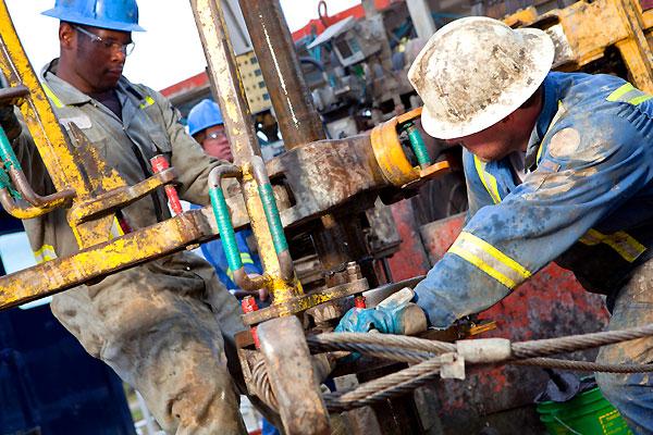 Цена на нефть поднялась выше $57 за баррель