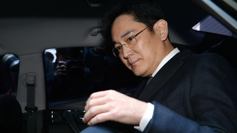 Руководитель Самсунг вышел насвободу, получив условный срок