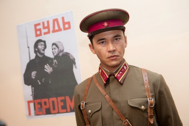 Акан Сатаев снимает сериал о Бауыржане Момышулы