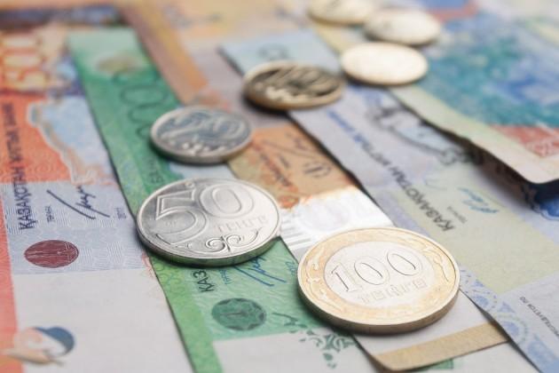 Аналитик: Нацбанк будет сглаживать резкие колебания тенге