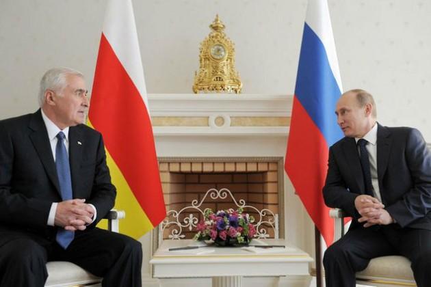 Путин ставит под контроль Южную Осетию