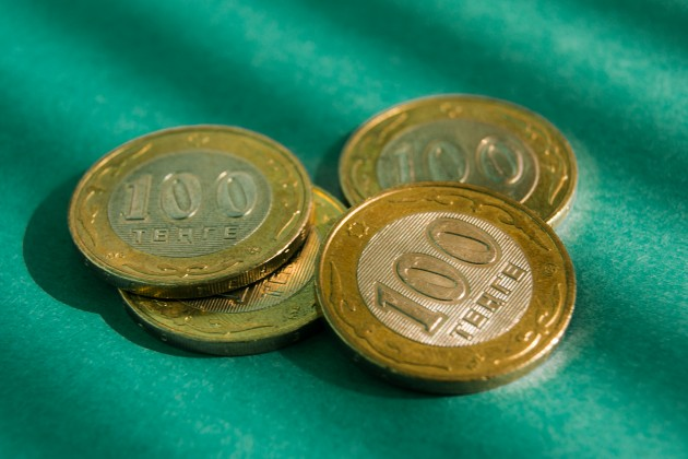 Торги на KASE: 387,4 тенге за доллар
