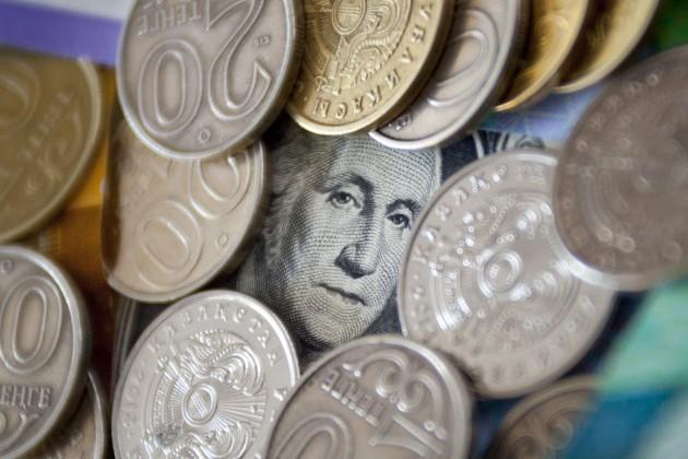 НаKASE доллар подешевел до330тенге