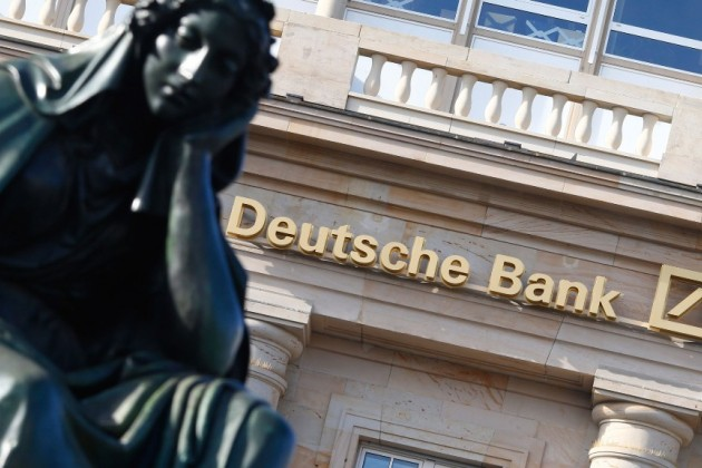 Партия Ангелы Меркель обвалила акции Deutsche Bank