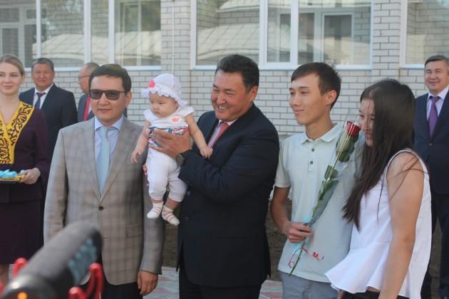 В Павлодаре 122 вкладчика Жилстройсбербанка получили квартиры