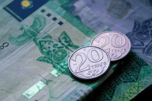 Торги закрылись на отметке 387,5 тенге за доллар