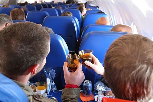 Как наказать дебоширов на борту самолета?